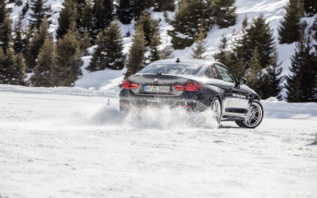 雪地駕駛突發事件的應急處理辦法